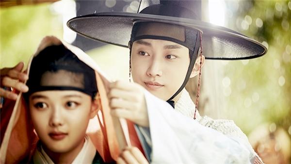 Nam phụ Kim Yoon Sung.