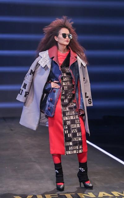 Không nản lòng, nữ thí sinh đã có sự tiến bộở thử thách quay quảng cáo cho Tuần thời trang Quốc tế Việt Nam. Cô catwalk tự tin, dáng điệu mạnh mẽ và dứt khoát hơn. Kiểu tóc dập xù giúp cô trông sắc sảo, thoát khỏi sự quen thuộc và đơn điệu.