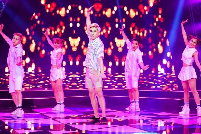 Đây cũng là lần đầu tiên những vũ đạo dễ thương sôi nổi của ca khúc này được Đại Nhân trình diễn trên sóng truyền hình