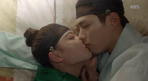 Nụ hôn tạm biệt đầy nước mắt của Ra On dành cho Lee Young.