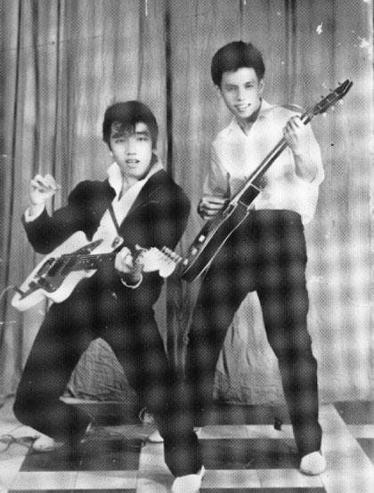 Elvis Phương và Nguyễn Trung Cang.