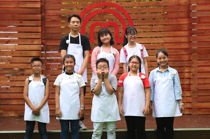 8 đầu bếp nhí xuất hiện trong Tập 2 Vua đầu bếp nhí Việt Nam mùa đầu tiên.