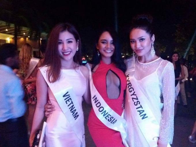 Bảo Như chụp ảnh cùng đại diện các nước tại Hoa hậu Liên lục địa 2016.