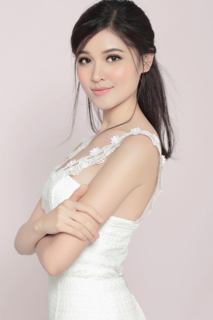 Tận dụng phong cách này, vẻ đẹp của cô ngày càng được nâng tầm và hoàn thiện hơn so với thời điểm đăng quang.