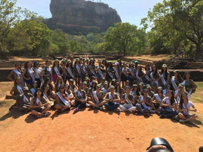Bảo Như cùng người đẹp các nướcđến với địa danh nổi tiếng Thành cổ Sigiriya.