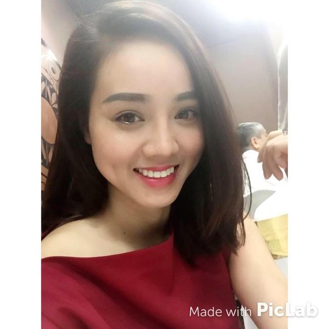 Vừa làm phóng viên, Ngọc Hà cũng tranh thủ kinh doanh online trên trang Facebook của mình.