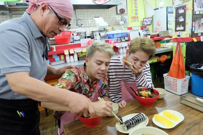 Duy Khánh và Kelvin Khánh tranh thủ đi chơi và thưởng thức ẩm thực tại đất nước xinh đẹp này.