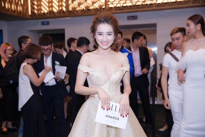 Ngày càng hở bạo, Nhã Phương trở thành gái hư khi yêu Trường Giang?