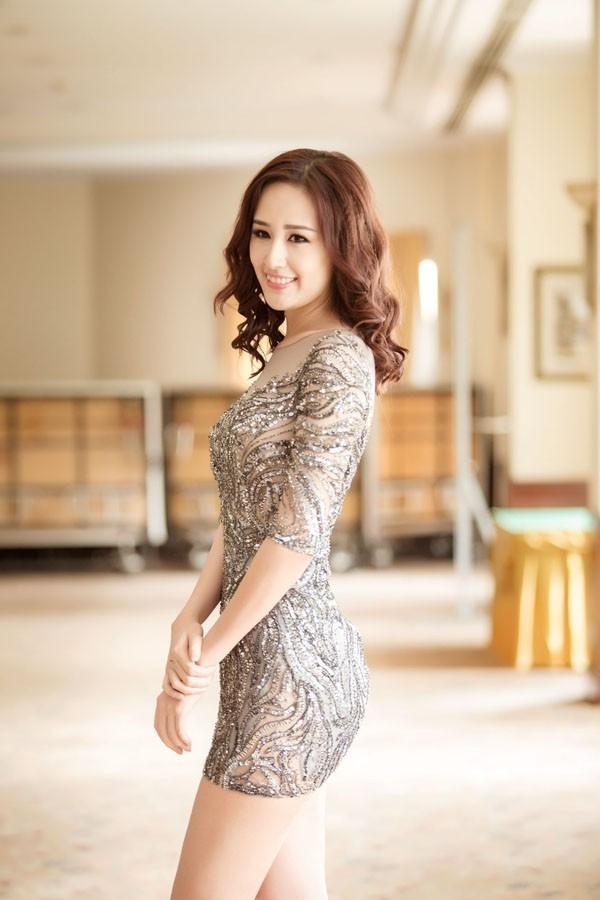 Cô luôn biết làm mới bản thân bằng cách thường xuyên thay đổi phong cách ăn mặc, từ dịu dàng cho đến gợi cảm.