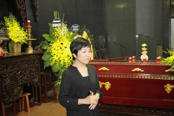 MC Thảo Vân xúc động nghẹn ngào viết trong sổ tang: