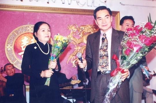 Bà Út Ngọc Lan trong một buổi diễn cùng chồng cũ - nghệ sĩ cải lương Thành Được. Ảnh: NVCC.
