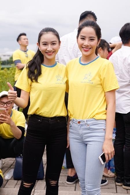 Top 8 Miss Earth Nguyễn Thị Lệ Nam Em (bên phải).