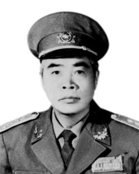 Ông Đàm Quang Trung từng là một chính khách và từng giữ chức PhóChủ tịch Hội đồng Nhà nướcnướcCộng hòa Xã hội Chủ nghĩa Việt Nam, kiêm Chủ tịchHội đồng Dân tộctừ 1987 đến 1992.