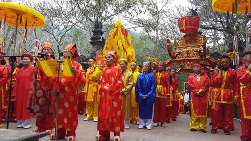 Lễ hội phải mang lại không khí tươi vui, phấn khởi trong nhân dân.