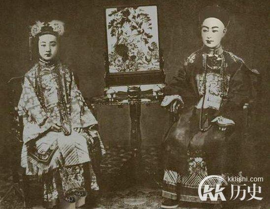 Hoàng đế Quang Tự và Trân Phi.