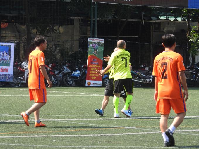 Ăn mừng bàn thắng của 2 cầu thủ Minh Hữu và Quốc Cường.