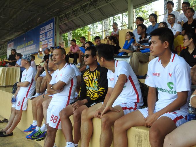 Đội đương kim vô địch Press Cup miền Bắc -VTV đến cổ vũ cho đội báo PLVN.