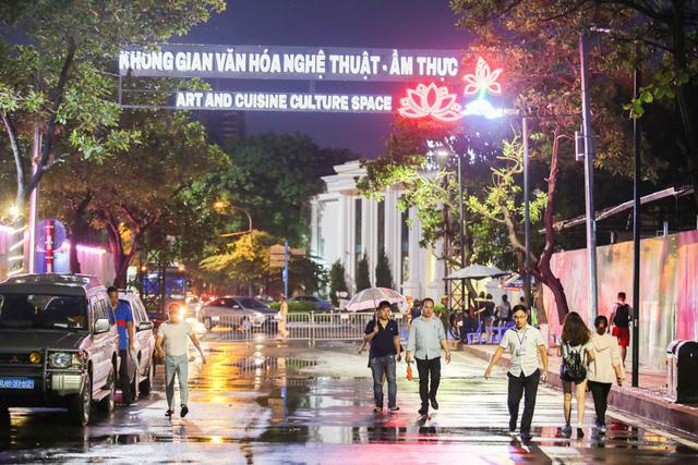 Phố đi bộ Trịnh Công Sơn sẽ là nơi diễn ra các hoạt động nghệ thuật, biểu diễn âm nhạc từ dân gian đến đương đại, từ nghệ thuật đường phố tới nghệ thuật chuyên nghiệp như ca trù, xẩm, chầu văn...