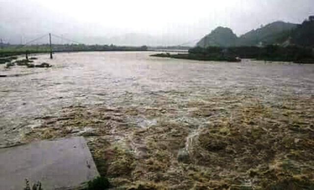 Nhiều vùng ở Con Cuông ngập trong biển nước.