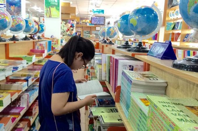 Năm học 2018-2019, phụ huynh học sinh lớp 1 ở Hà Nội phải sắm cho con em mình 27 cuốn sách