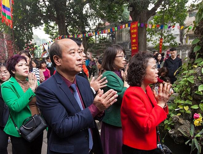 Vào ngày mùng 1 hàng tháng đền Quán Thánh luôn tấp nập khách thập phương đến lễ.