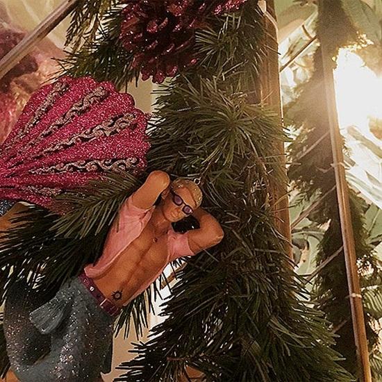 """Lady Gaga trang trí Giáng sinh với phong cách """"độc nhất vô nhị""""."""