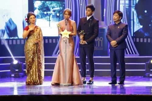 Daniel Padalla và Kathryn Bernardoa lên nhận giải Nam/ nữ diễn viên được yêu thích. Họ được giữ lại trên sân khấu giao lưu trong khi 2 diễn viên Cô dâu 8 tuổi lại không được.
