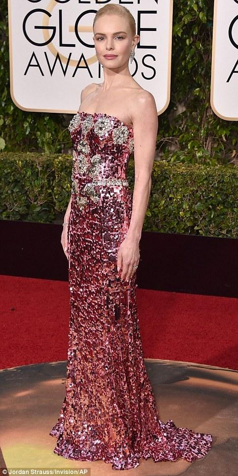 Kate Bosworth chọn chiếc đầm khoe vai trần và đường cong 3 vòng của mình.