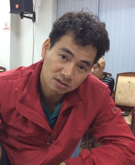 Nghệ sĩ Xuân Bắc lộ rõ mệt mỏi trên gương mặt.