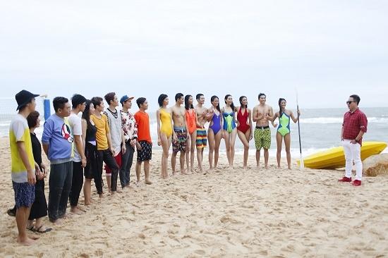 Mâu Thủy, Nguyễn Oanh và Hương Ly đọ dáng với bikini dưới nắng gắt