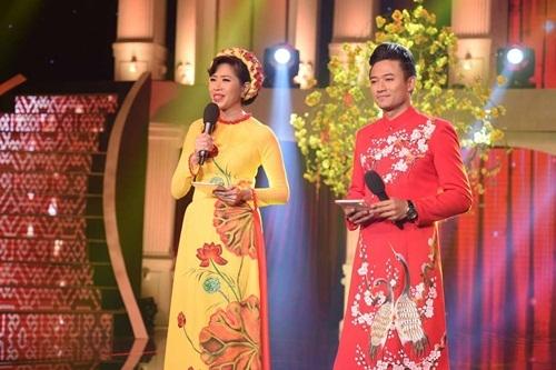 Quý Bình trong vai trò MC với Quỳnh Hoa.