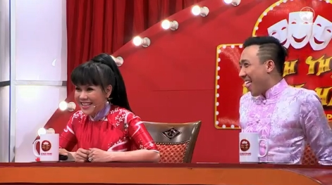 Việt Hương và Trấn Thành không thể nhịn được cười bởi sự hài hước, duyên dáng của Lê Thị Dần.