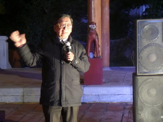 GS.TS Trần Lâm Biền hướng dẫn cách bày bàn thờ ngày Tết và ý nghĩa của từng đồ trên bàn thờ.