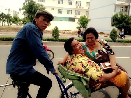 Danh hài Hoài Linh phủ sóng phim Tết Việt.