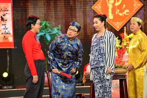 """Chí Tài """"tát"""" Lê Khánh vì hát nhép"""