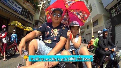 Cặp bố con Minh Khang rất chịu khó tìm hiểu nguồn gốc.