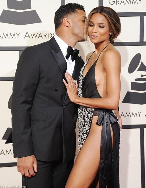 Ciara và bạn trai thân mật trên thảm đỏ.