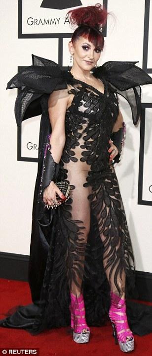 Jacqueline Van Bierk khiến nhiều người phải đỏ mặt với trang phục xuyên thấu màu đen vô cùng độc đáo.