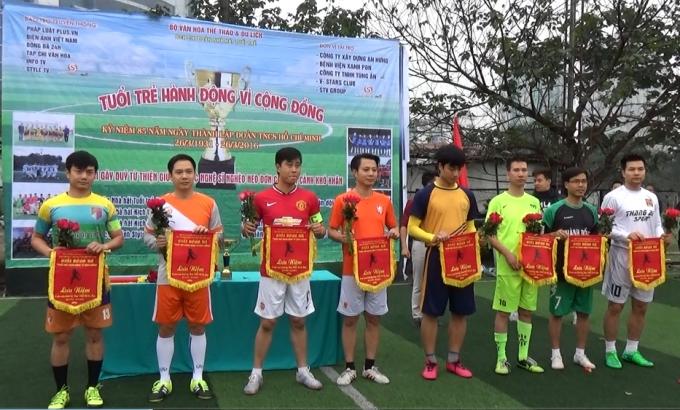 Các đội bóng tham dự giải bóng đá ủng hộ các nghệ sĩ nghèo, neo đơn.