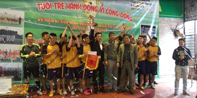 Đội Công ty Tùng Ân giành Cup vô địch giải bóng đá Tuổi trẻ hành động vì cộng đồng.