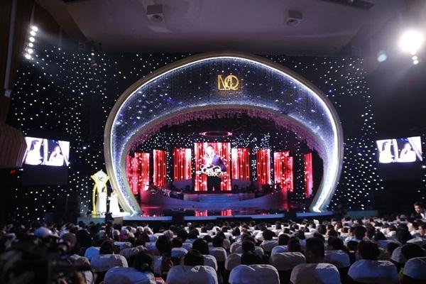 1h đêm nhưng khán giả vẫn nán lại để thưởng thức trọn vẹn liveshow Mạnh Quỳnh.