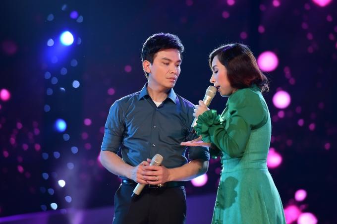 """Khán giả """"choáng váng"""" trước màn hát live cực """"đỉnh"""" của Mạnh Quỳnh"""