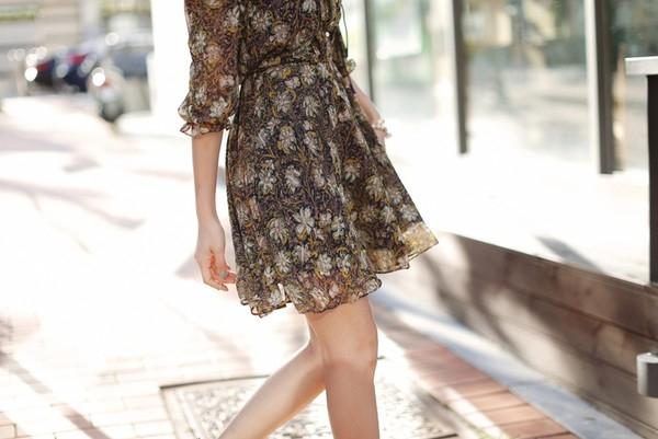 Chiếcáo/váy chiết eo cao cũng là sự lựa chọn hợp lý cho những cô nàng đang lo ngại vòng 2 của mình trong ngày hè oi bức này.