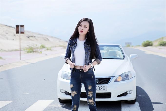 Cao Thùy Linh phơi nắng một tuần để quay MV mới tỉnh giấc