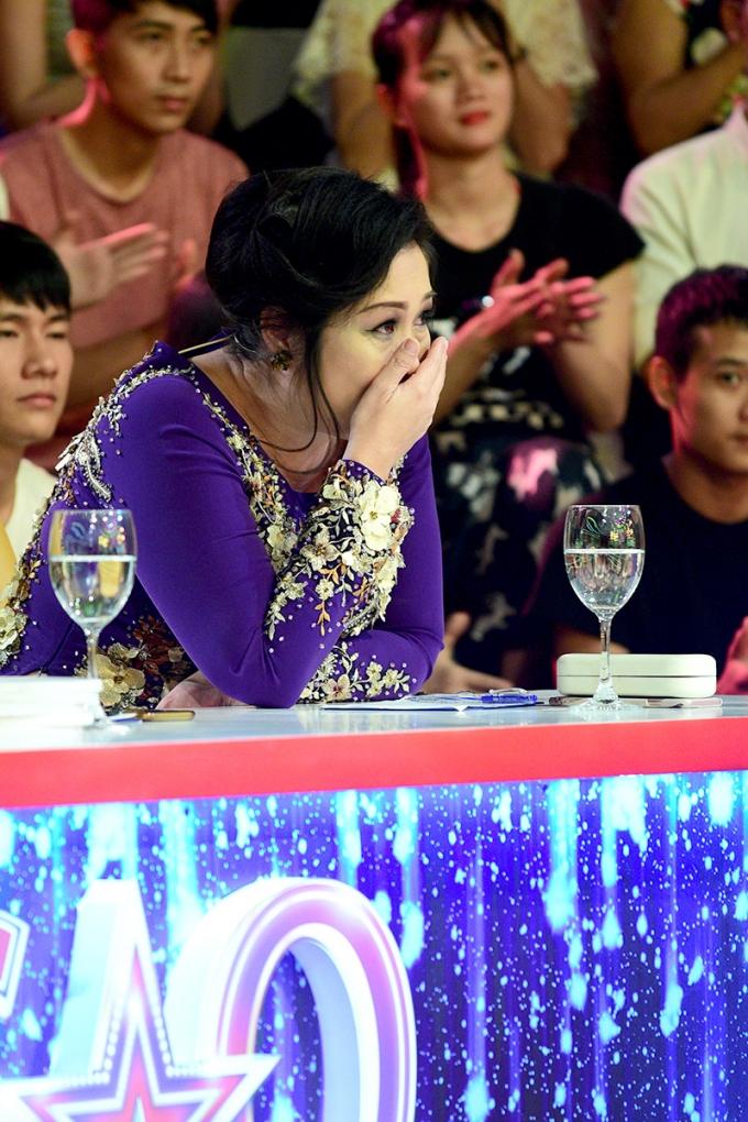 Thái Châu, Hồng Vân rớt nước mắt vì con gái danh hài Duy Phương