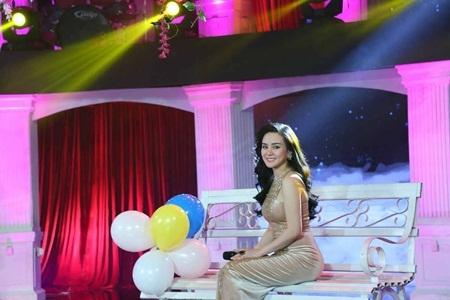 Vy Oanh tái hiện hình ảnh danh ca Ngọc Lan trên sân khấu .