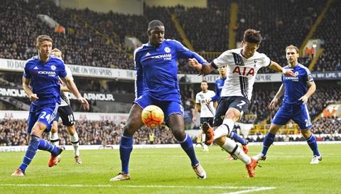 Một pha bóng nguy hiểm của Gà trống Tottenham