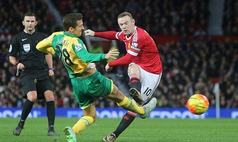 Rooney vẫn là tâm điểm của các pha bóng tấn công bên phía MU