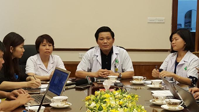 Ông Nguyễn Duy Ánh - Giám đốc Bệnh viện Phụ sản Hà Nội trong buổi họp báo.