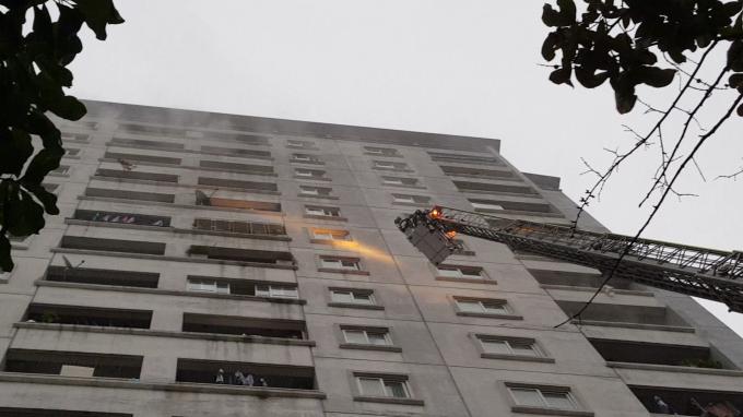 Vụ cháy chung cư trên đường Nguyễn Phong Sắc: Do một bà cụ gây ra